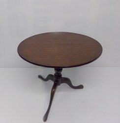 Georgian Mahogany Tripod Tip-Up Table €495